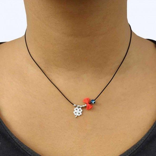 Collier Cordon avec Pendentif Trèfle à quatre feuilles et Amulette