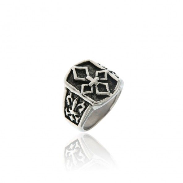 Steel ring with cross patterns